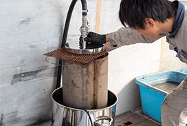 DPFを特殊な洗剤で洗浄
